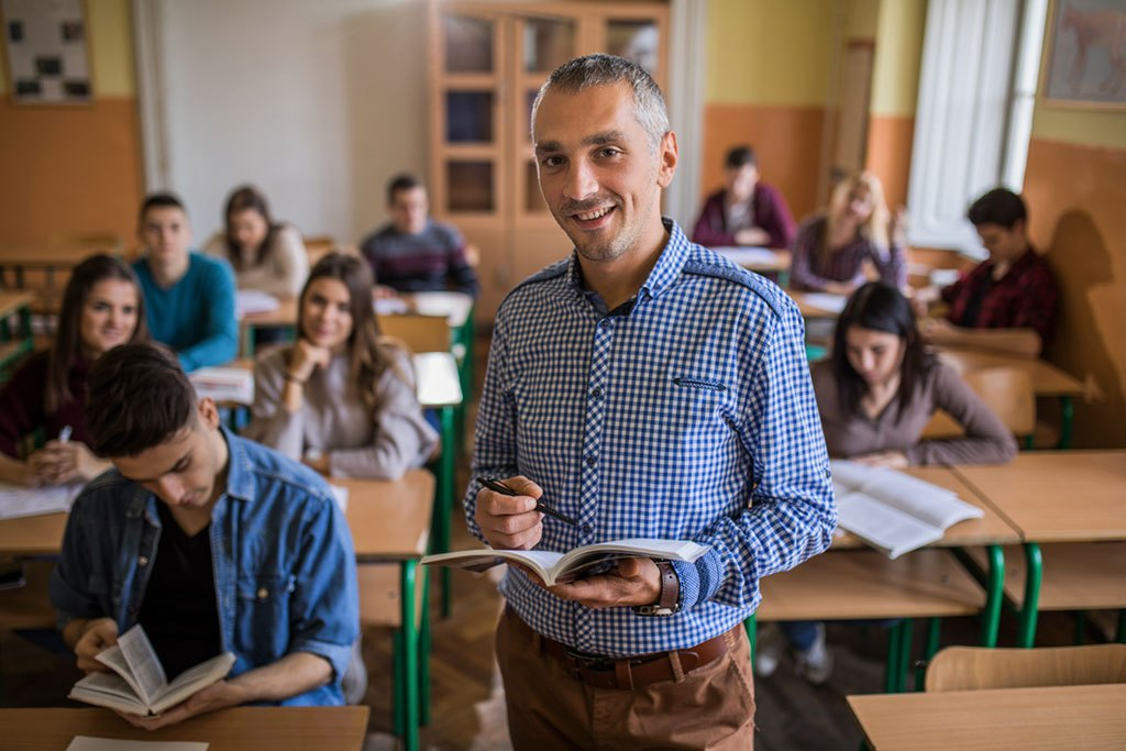 Teachers are very on-demand in Australia, in this category the occupation included in the lists for work visas are: early childhood teachers, primary school teachers, secondary school teachers, special needs teachers, university lecturers, and many other tutors and specialised teachers.