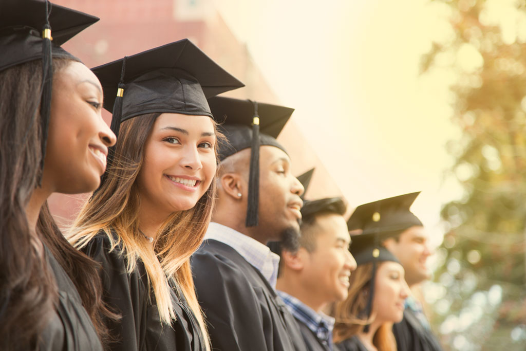 Australia offers a wide range of courses, both English and professional courses, in order to obtain Certificates, Diplomas and University level qualifications. If you would like to study in Australia for a longer period than three months, you should apply for a Student visa 500.