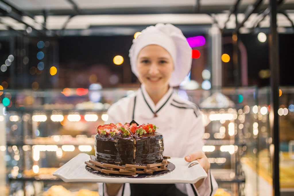 Chefs, pastry chefs, cooks, restaurant managers and other hospitality workers can apply for several visas depending on the occupations, including DAMA programs in Australian regional areas.